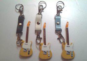 新GOODSご案内:テレキャスターとマーティンのギター型キーホルダー