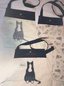 猫エプロン3種類(ポケット付き)(BAND WAGONの刺繍入り)